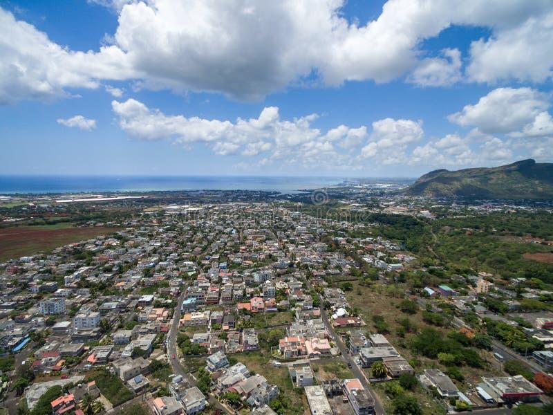 路易港,毛里求斯- 2015年11月28日:路易港风景视图在毛里求斯 接近佳丽Etoile 多云天空和Moutai 图库摄影