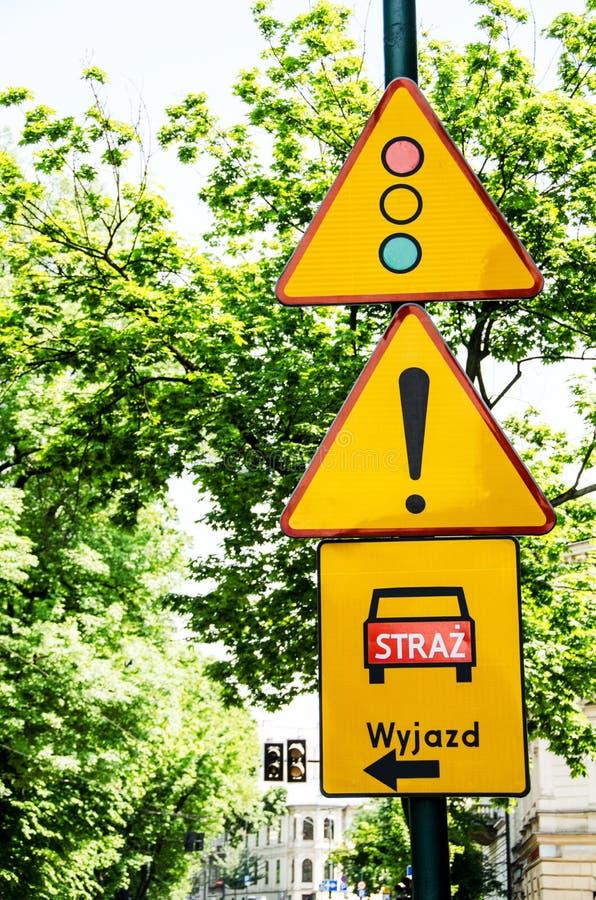 路标红绿灯和注意 库存图片