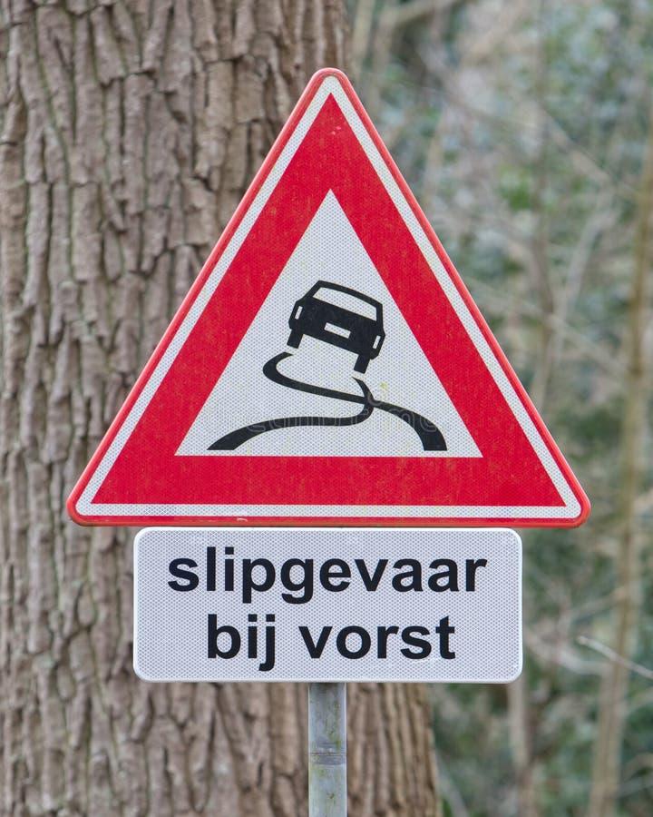 路标警告溜滑,当寒冷,荷兰语 库存图片