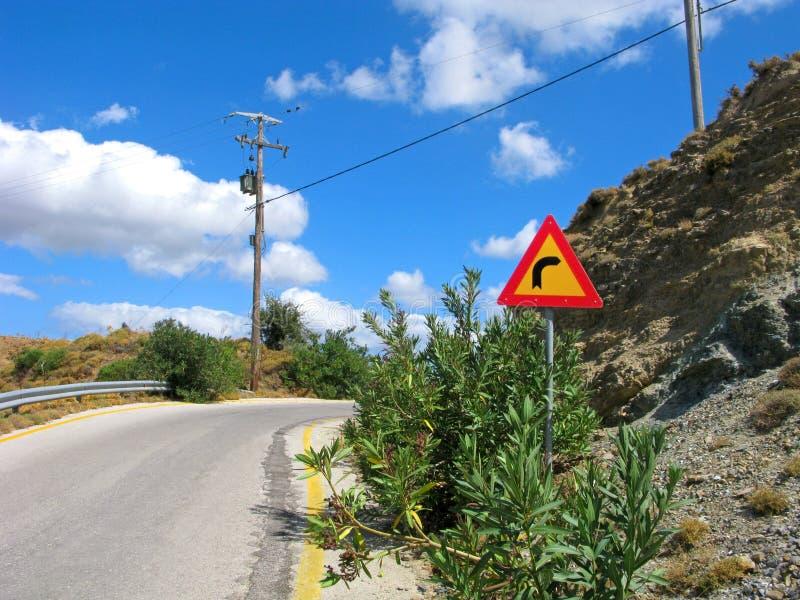 路标,轮在右边,山路 库存图片