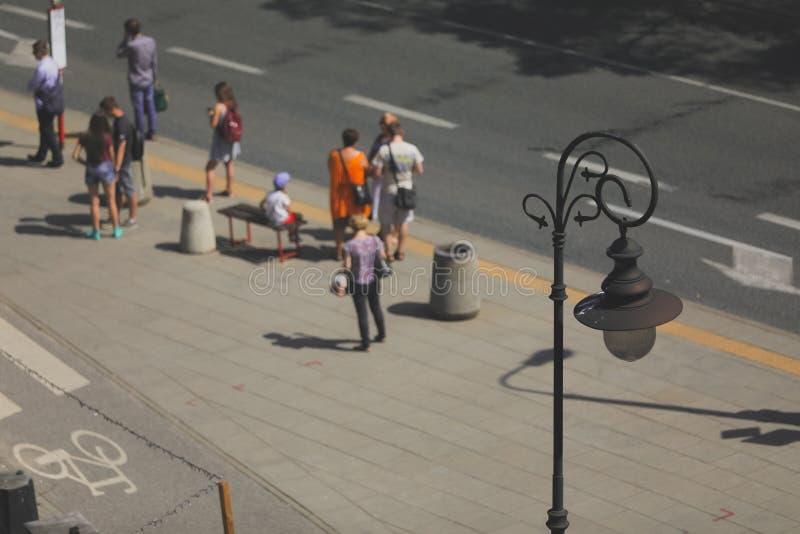 路灯到底午间在华沙 免版税库存图片