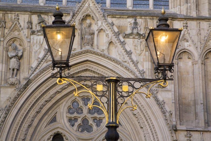 路灯柱约克大教堂大教堂教会,英国外 库存图片