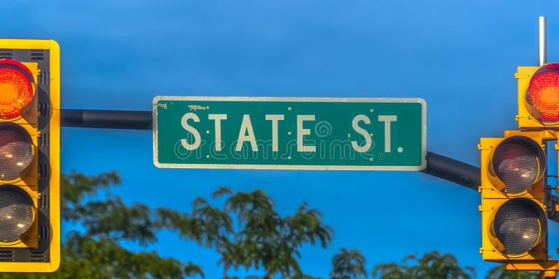 路牌和红灯在盐湖城 免版税图库摄影