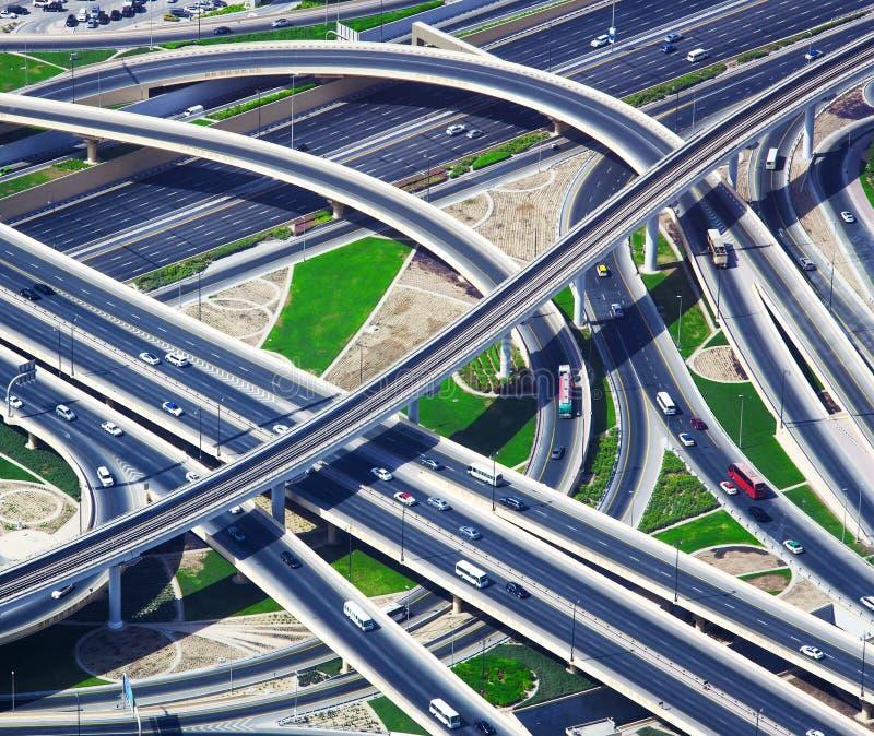 路的交叉点在迪拜市 库存照片