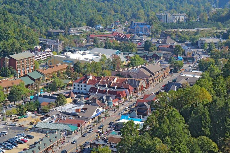 主路的鸟瞰图通过Gatlinburg,田纳西 免版税图库摄影