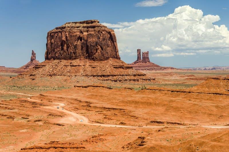 路空中射击通过风景沙漠风景 库存照片