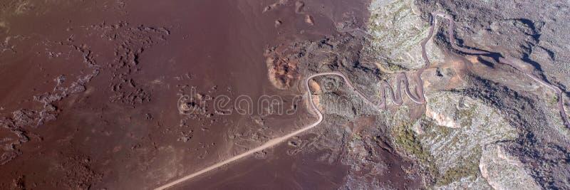 路空中照片在Plaine des黑貂火山的风景,雷乌尼翁冰岛的 库存照片