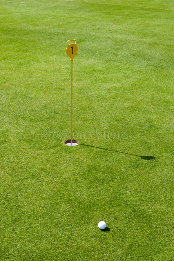 路线标志高尔夫球绿色轻轻一击 免版税库存图片