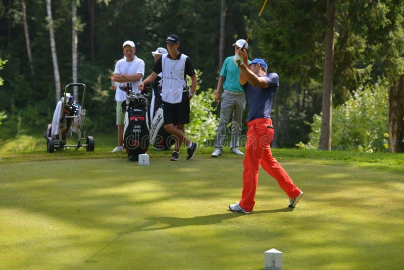 路线的高尔夫球运动员 图库摄影