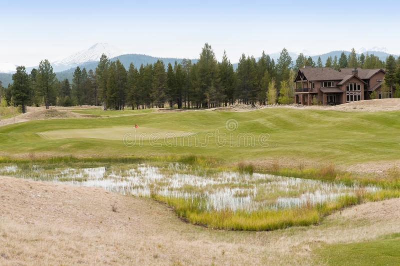 路线高尔夫球房子 免版税库存照片