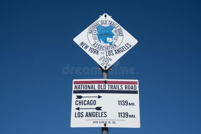 路线66中点标志 免版税库存图片