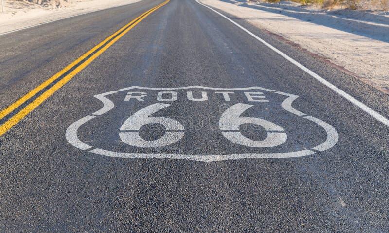 路线66柏油路在美国 库存图片