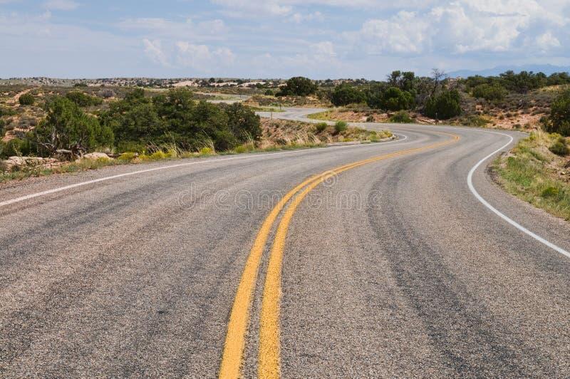 Download 路绕 库存图片. 图片 包括有 干燥, 沙漠, 犹他, 弯曲, 天空, 结构树, 国家, 扭转, 海岛, 高速公路 - 15677683