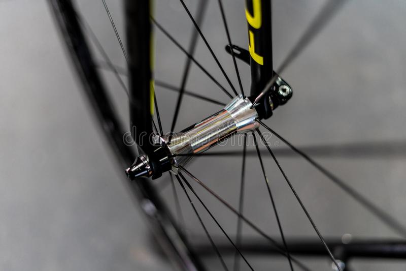 路自行车前轮插孔 免版税库存图片