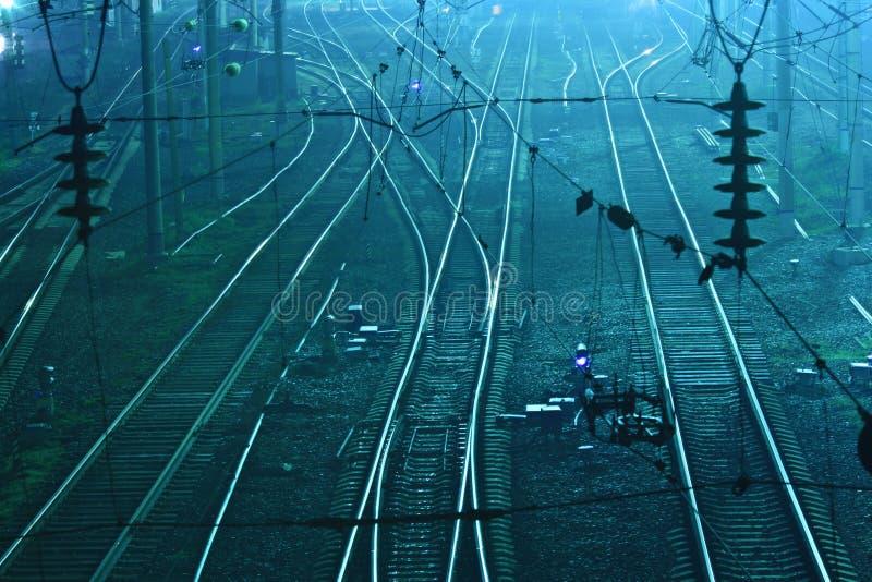 路轨绿色铁锈铁轨 库存照片