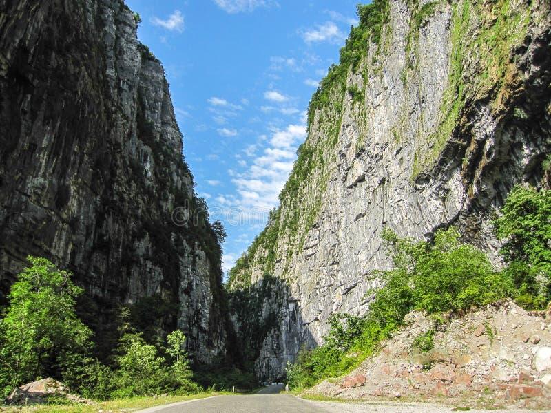 路通过峡谷 库存照片
