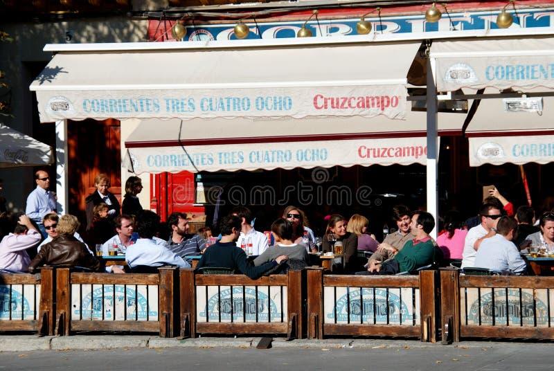 路面咖啡馆,塞维利亚,西班牙。 库存照片