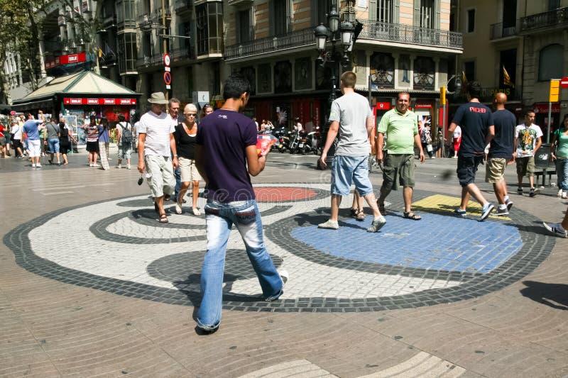 路面马赛克Joan ・ Miro,巴塞罗那 免版税库存图片