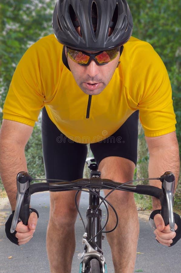 路骑自行车者 免版税库存图片