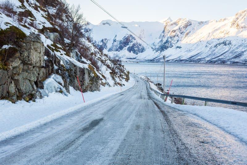 冻路,在特罗姆瑟附近的挪威 库存图片