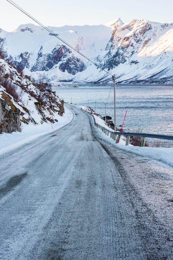 冻路,在特罗姆瑟附近的挪威 免版税库存照片