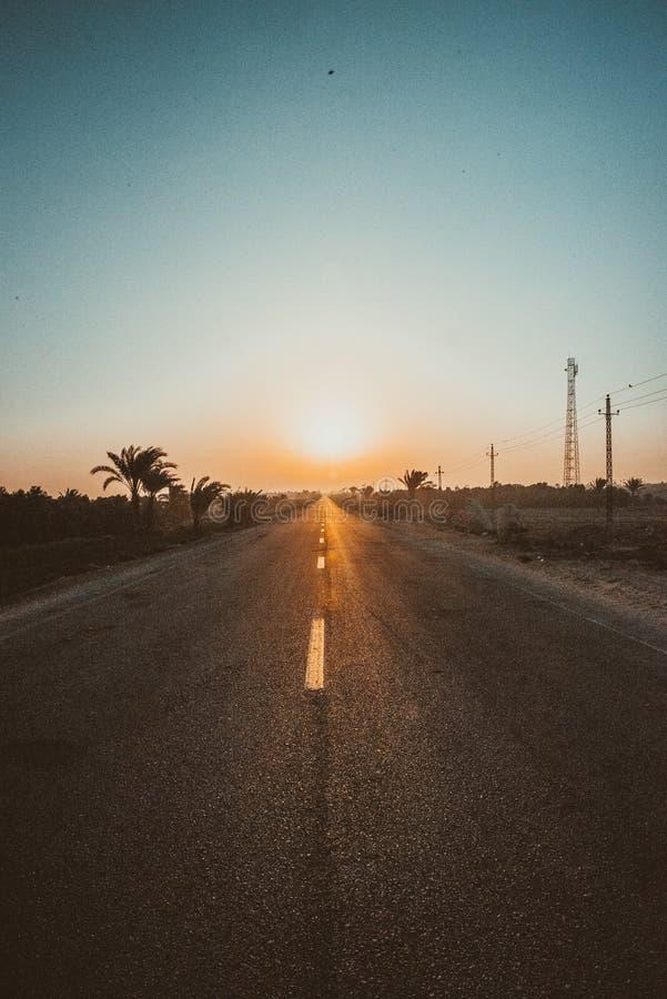 路,旅行,方式,天空,太阳,汽车,美丽 免版税库存照片