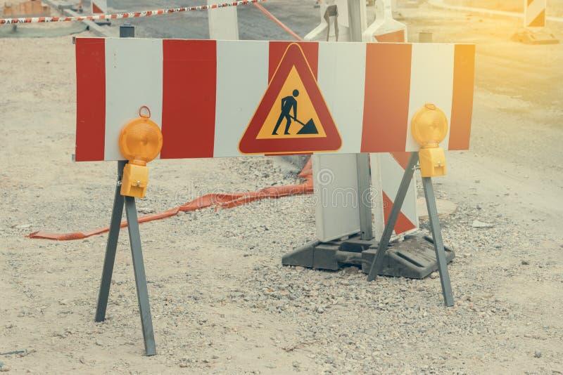 路建设中有警报信号的2 免版税库存照片