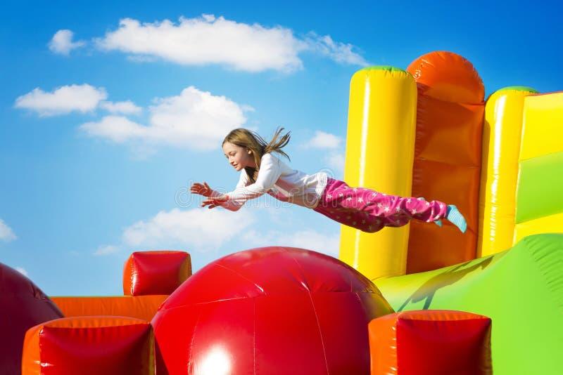 跳在城堡的女孩 免版税图库摄影