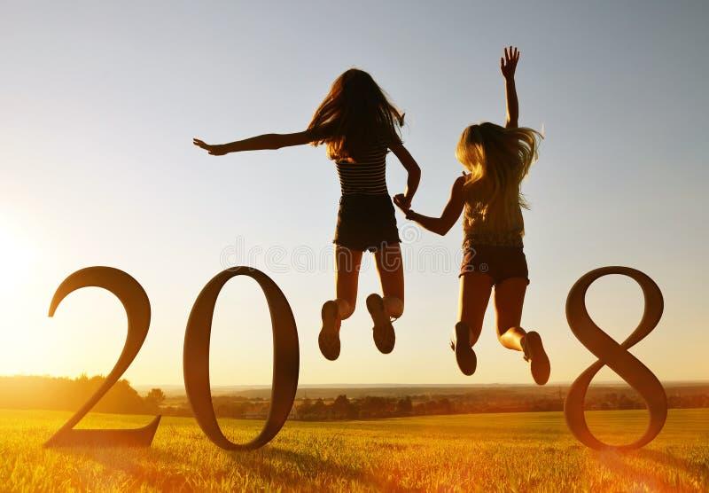 跳在新年的庆祝的女孩2018年 库存照片