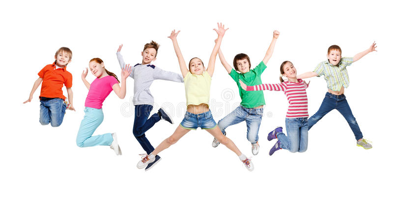 跳在白色的小组孩子隔绝了演播室背景 免版税库存照片