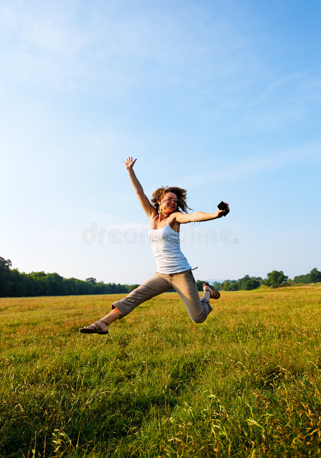 跳户外teeage的女孩 图库摄影