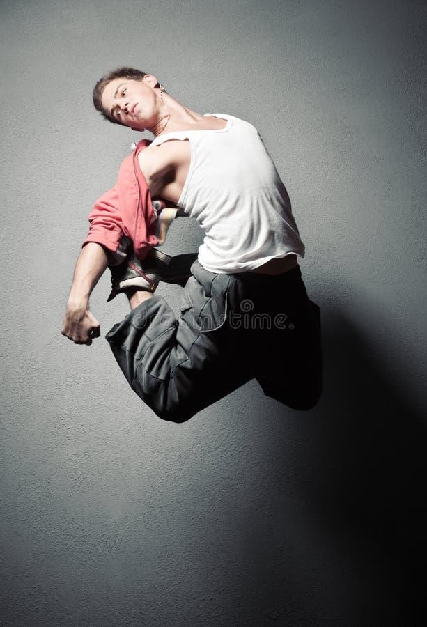 跳的人年轻人 免版税库存照片