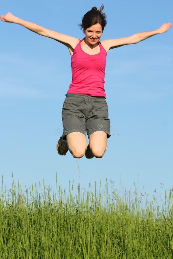 跳的妇女年轻人 免版税库存图片