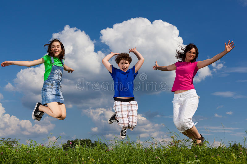 跳的孩子母亲 库存图片