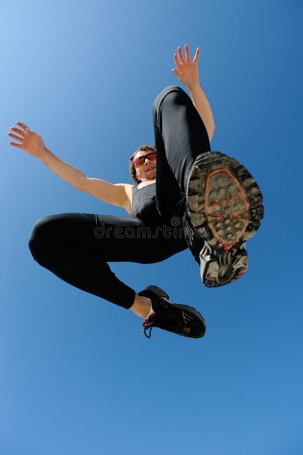 跳的运动员 免版税库存图片