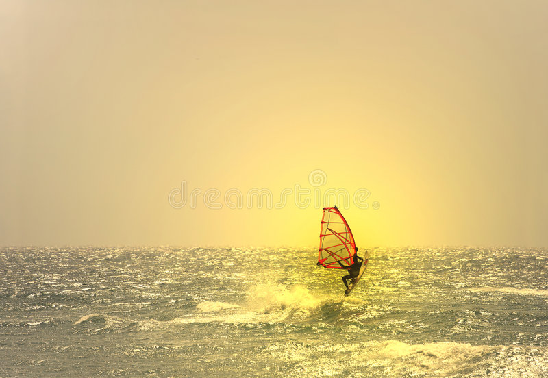 跳的风帆冲浪者 免版税库存照片