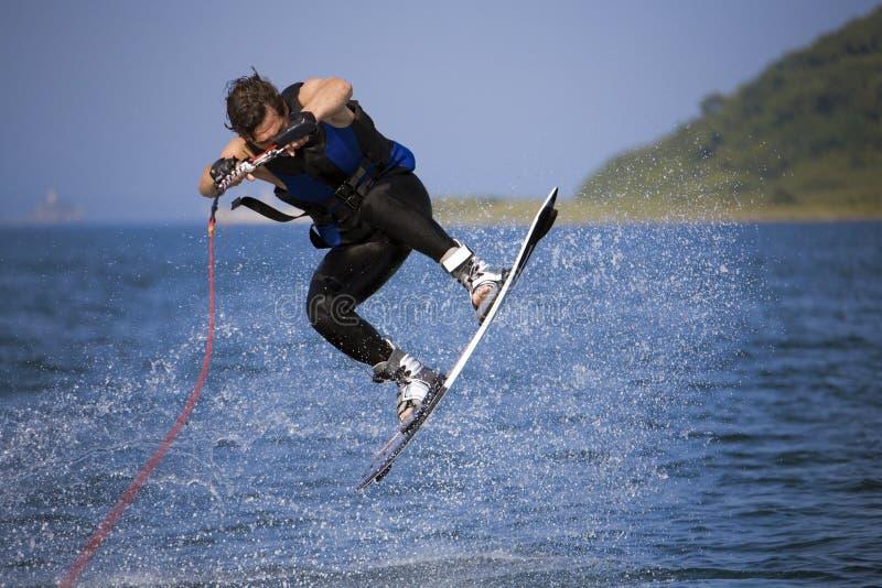 跳的wakeboarder 免版税库存照片