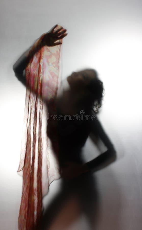 跳舞剪影妇女 免版税库存图片