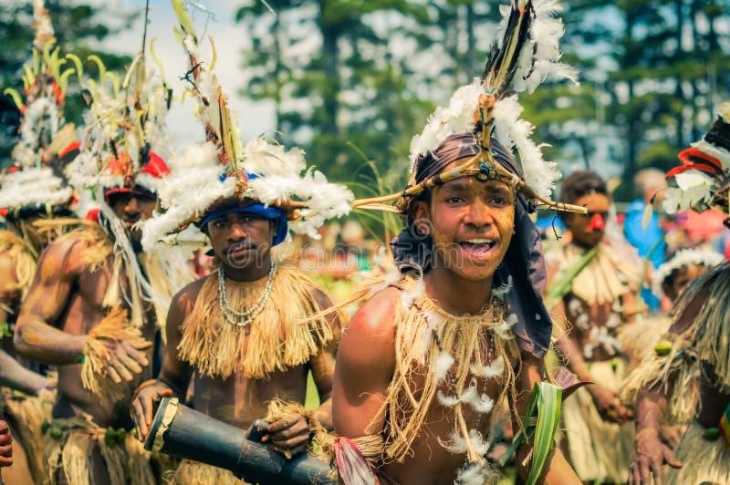 跳舞和唱歌在巴布亚新几内亚 库存图片