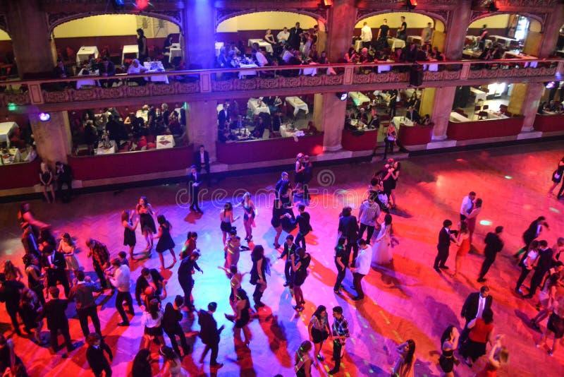 跳舞在正式舞会 库存图片