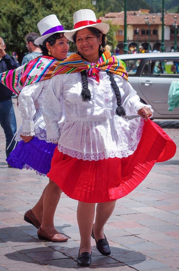 Download 跳舞在街道上的传统礼服的秘鲁妇女在库斯科省,秘鲁 编辑类照片. 图片 包括有 人们, 跳舞, 现有量, 有历史 - 62531886