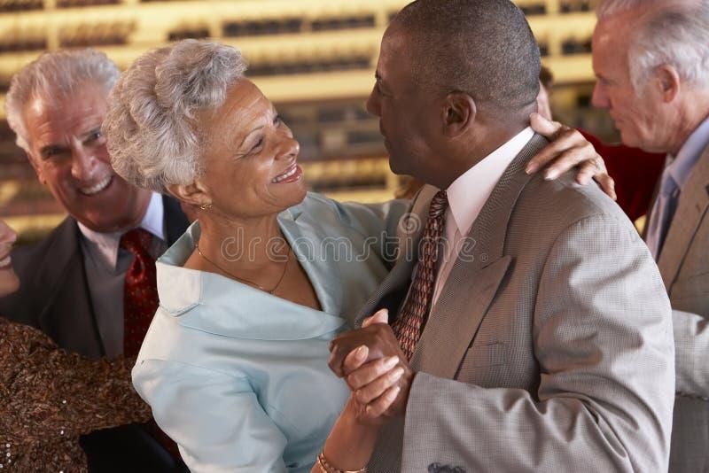 跳舞夜总会前辈的夫妇 免版税库存照片