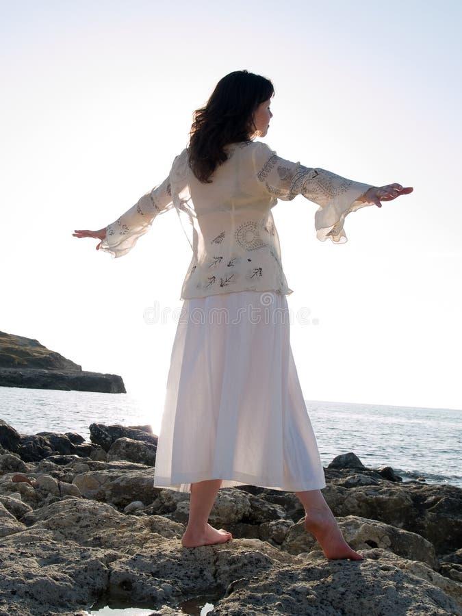 跳舞夫人海岸年轻人 免版税库存照片