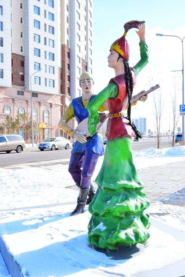 以跳舞夫妇为特色的五颜六色的图在阿斯塔纳 免版税库存图片
