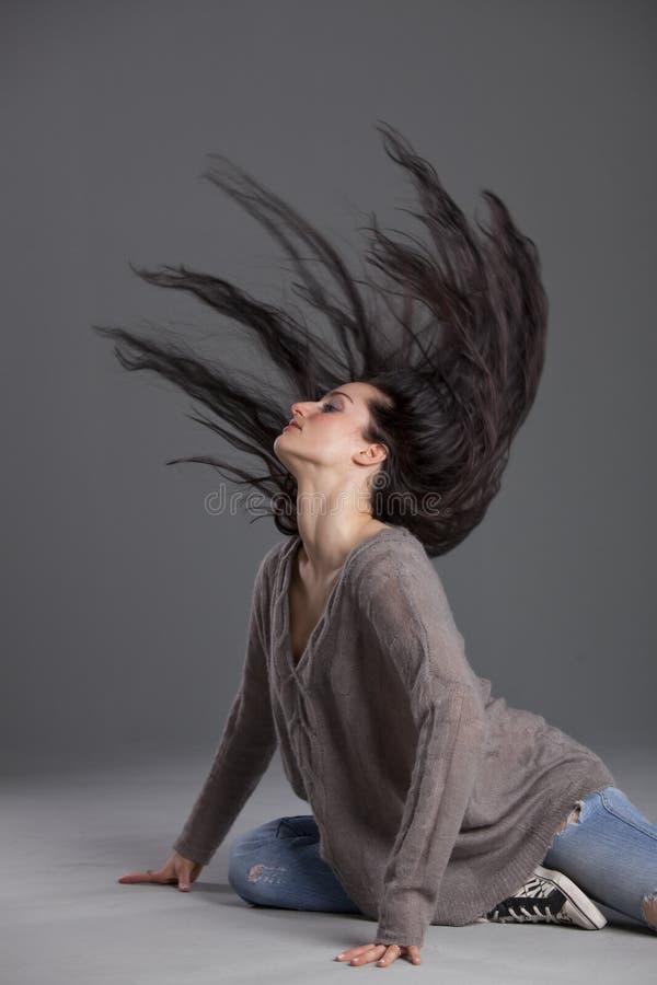 跳舞头发摇摆的妇女 库存照片