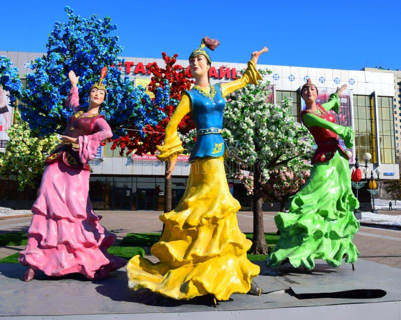 以跳舞妇女为特色的五颜六色的图在阿斯塔纳 库存图片