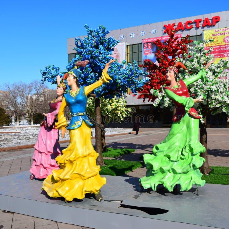 以跳舞妇女为特色的五颜六色的图在阿斯塔纳 库存照片