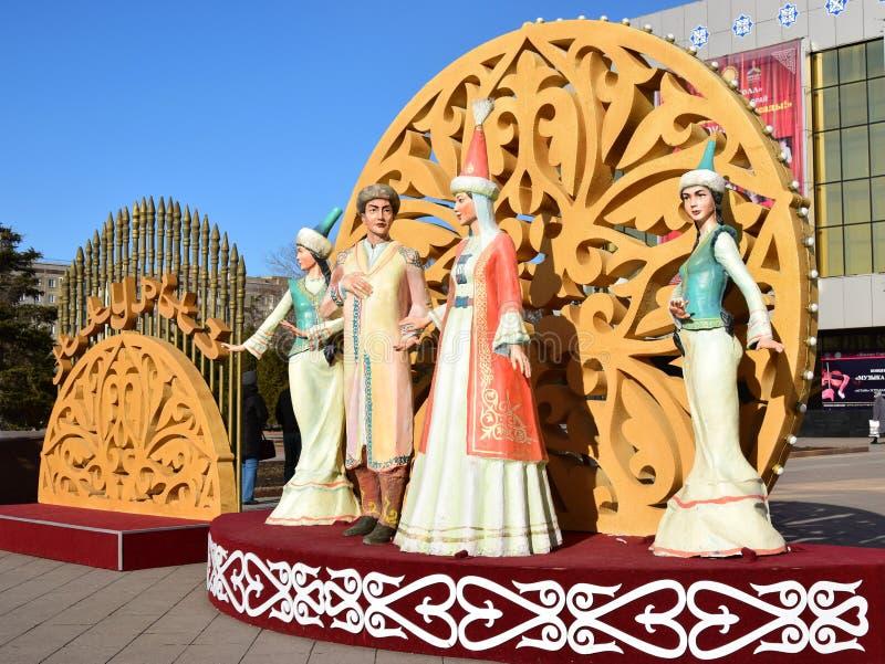 以跳舞妇女为特色的五颜六色的图在阿斯塔纳 免版税库存照片