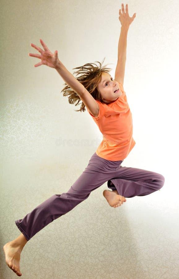 跳舞孩子的画象跳跃和 免版税库存照片