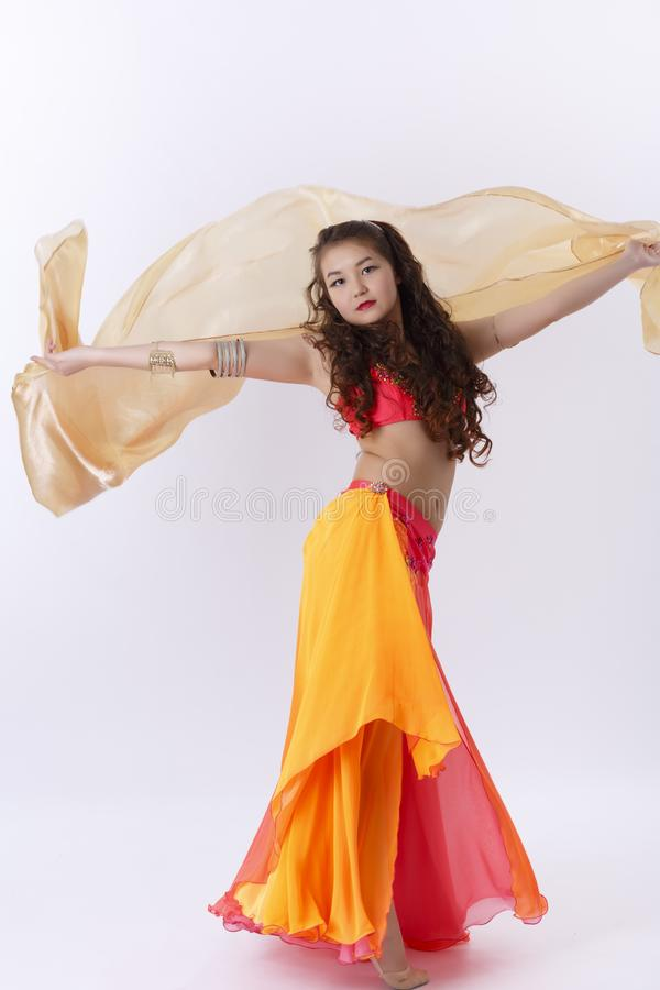 跳舞民间舞的女孩 免版税库存照片